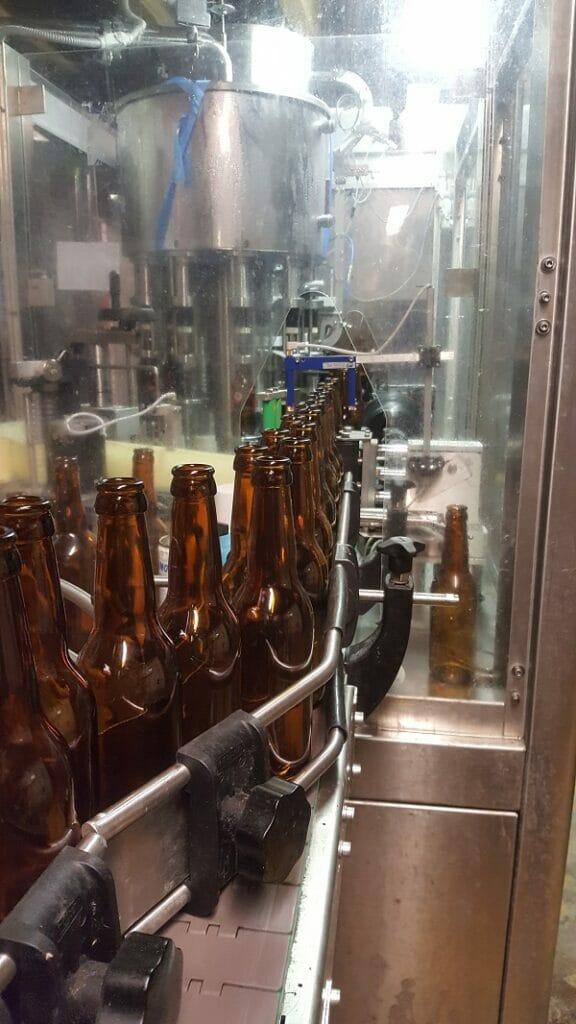embouteillage de la bière brune